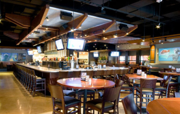 Yard House Legacy Place for Enjoying Drink and Foods